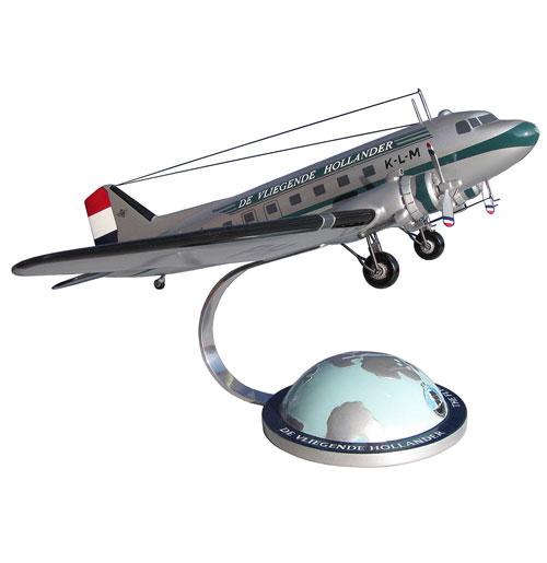 Model Vliegtuig DC-3 KLM The Flying Dutchman w/ globe base