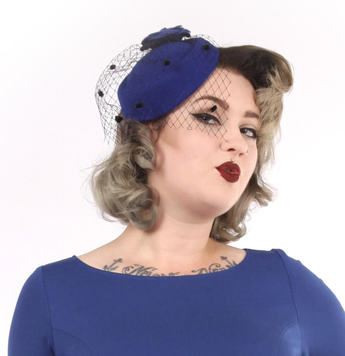 Jemima Hat, Blauw