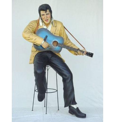 Elvis Presley met Gitaar Life-size zittend