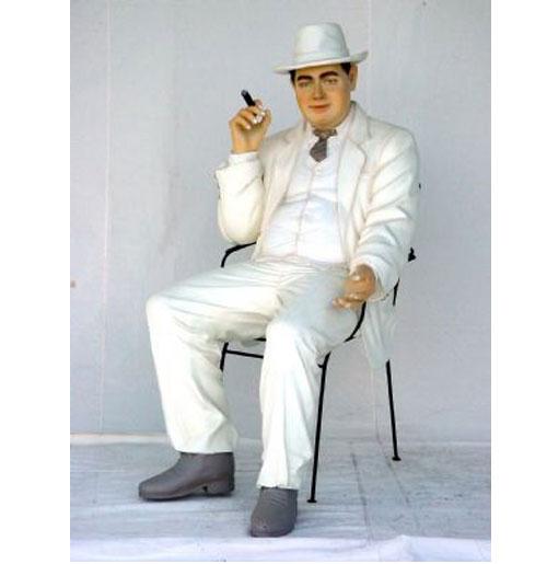 Godfather zittend statue
